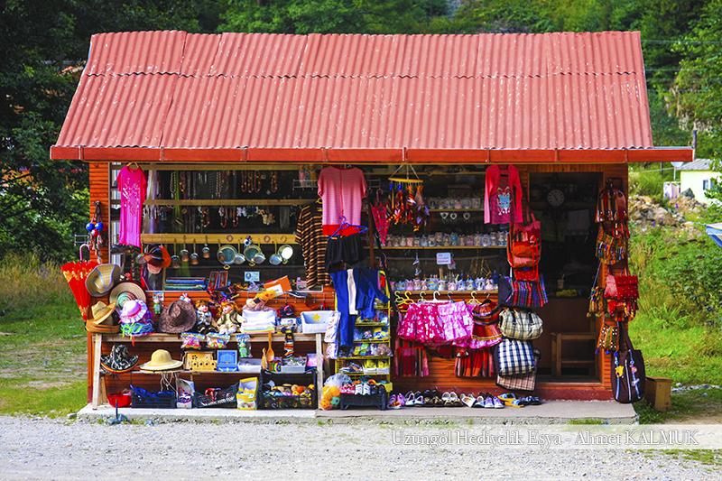 Uzungöl'de Hediyelik Eşya Marketi